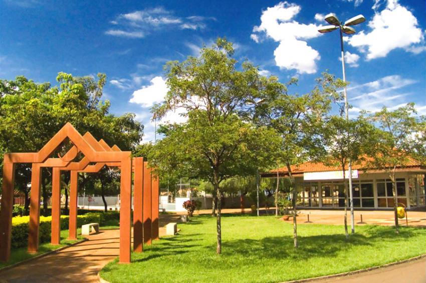 Parque dos Ipês (um dos tantos existentes na cidade) - Foto: Goldemberg Fonseca de Almeida (Licença-cc-by-sa-2.0)